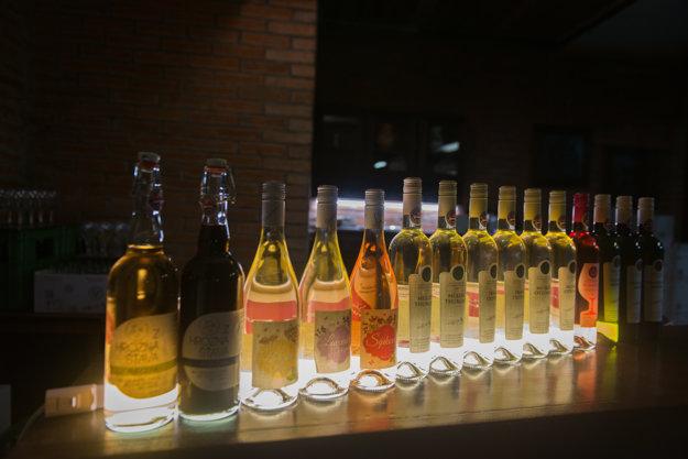 V Poľnohospodárskom družstve Bratislava – Vinohrady vyrábajú aj bazové, šípkové či levanduľové vína.