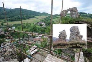 Na kombinovanej snímke situácia zo 14. februára 2011 (vpravo vo výreze) a situácia zo 18. augusta 2010 (podklad).