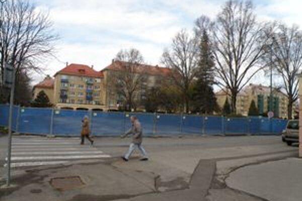 S rekonštrukciou námestia začali už v minulom roku. Mesto si musí na ňu zobrať úver. Práce chcú ukončiť v lete.