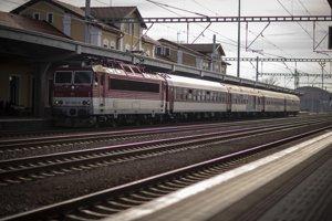 Na železniciach po Slovensku sa denne prepraví až 198-tisíc ľudí.