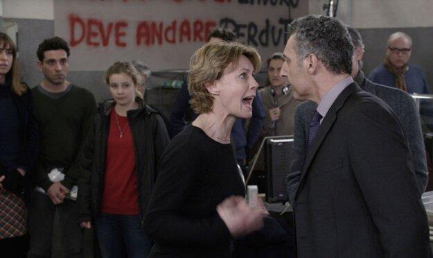 Režisérka a jej otravná herecká hviezda, ktorú hrá John Torturo.