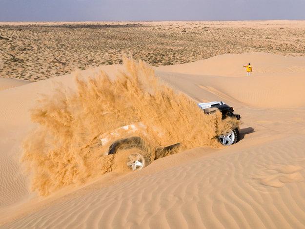 Brázdenie piesočných dún Ománu je adrenalínovým dobrodružstvom.