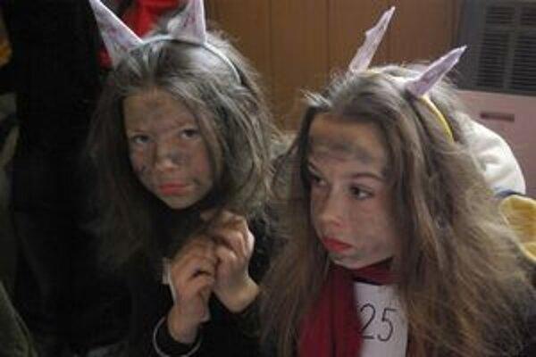 """""""No nie sme pekné?"""" pýtajú sa masky."""