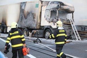 Zhorený poľský kamión.