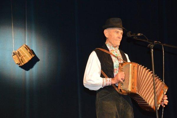 Tonko Bendík nechýbal na žiadnom ročníku Podstavekovej heligónky. Poctu mu vzdali nezabudnuteľnou pesničkou Horička zelená.