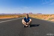 Príroda vAmerike Lukáša uchvátila. Navštívil iregión Monument Valley, ktorý je charakteristický množstvom červených pieskovcových skalných útvarov, ktoré sa týčia zplochého údolia.