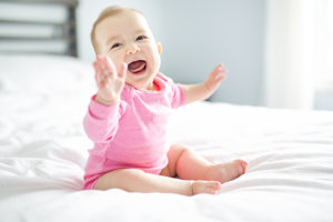 Smiech bábätiek sa líši od toho, ako sa smejú dospeláci.
