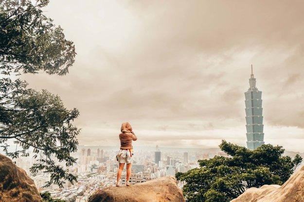 Výhľad na mesto Taipei a jeho ikonickú budovu Taipei 101.