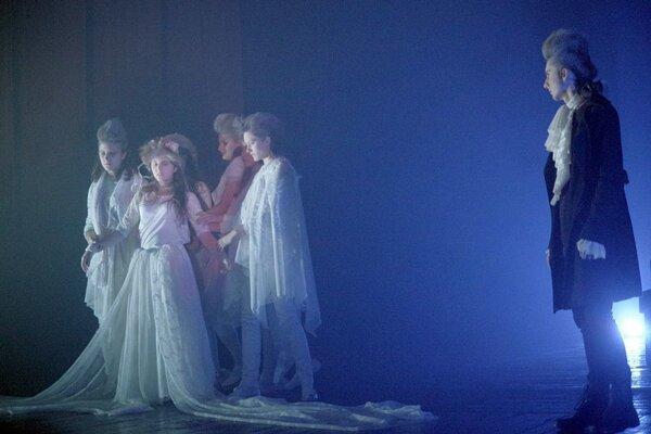 Dom kultúry ožil počas Noci divadiel už aj minulý rok. Z predstavenie mladých považskobystrických divadelníkov.