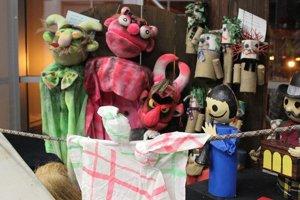 Výstava bábok v Divadle Púchov