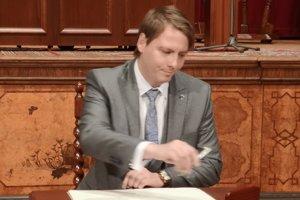 Vladimír Feľbaba má 29 rokov a v minulosti pôsobil ako advokátsky koncipient.