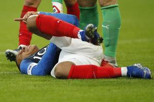 Kylian Mbappe sa v zápase proti Uruguaju zranil.