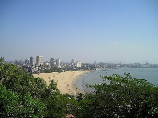 Pláž v Bombaji, India.
