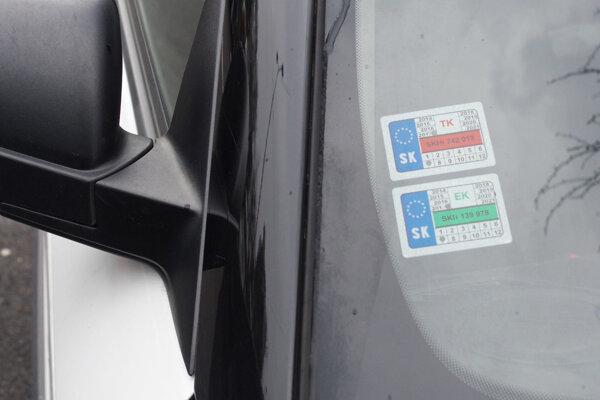 Platnú známku o kontrolách musia mať všetky vozidlá.