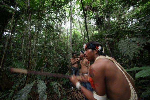 Domorodci z kmeňa Waorani v ekvádorskom národnom parku Yasuni v Amazonskom pralese.