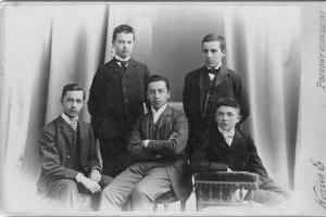 Študenti obchodnej akadémie vPrešporku, 1901