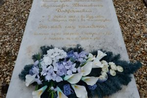 Hrob významného rusínskeho národného buditeľa Adolfa Ivanoviča Dobrjanskeho, ktorý je pochovaný v obci Čertižné.