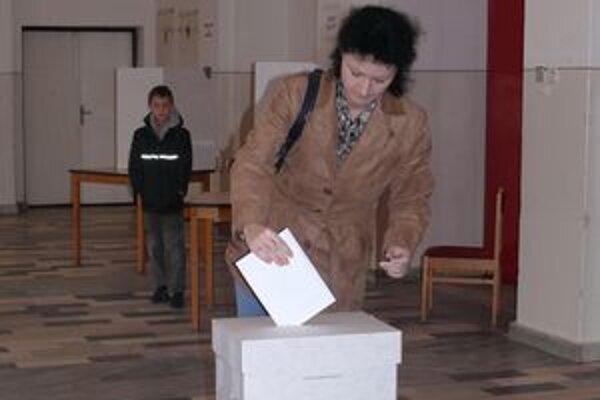 Z volieb v Beluši.