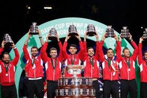 Chorváti oslavujú zisk Davisovho pohára.
