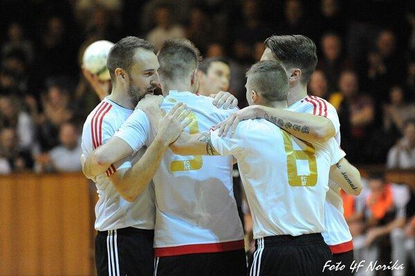 Spartakovci zvíťazili v prvom finále 6:5.