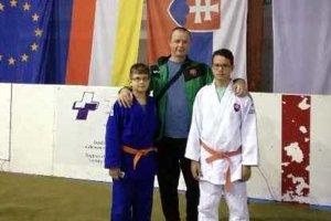 Na snímke zľava Danko Diko - 2. miesto, tréner Ľudovít Škultéty a víťaz Nikolas Homola.