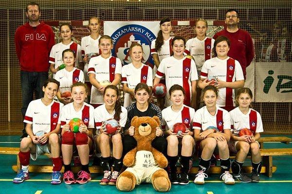 Mladšie žiačky domáci turnaj vyhrali.