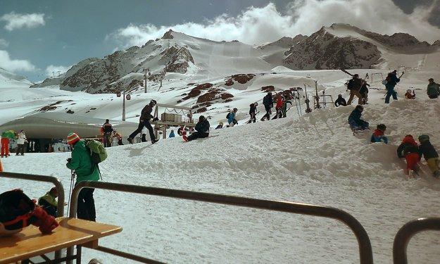Lyžovačka v Alpách.