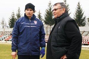 Mužstvo FC ViOn pod vedením Branislava Mráza dalo pekný darček Karolovi Škulovi, zakladateľovi klubu.