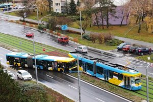 Autobus zablokoval dopravu.