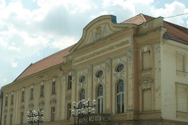 Divadlo pripravuje Silvestrovský program.