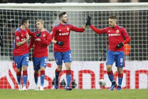 Hráči CSKA Moskva oslavujú gól v sieti Viktorie Plzeň.