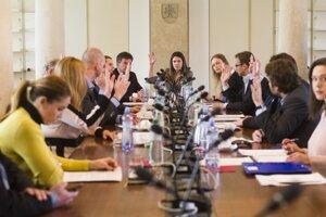 11. apríl 2018. Členovia Zahraničného výboru a minister zahraničných vecí a európskych záležitostí Miroslav Lajčák počas rokovania výboru.