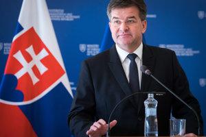 Minister Lajčák sa rozhodol podať demisiu.