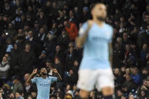 Raheem Sterling (vľavo) sa teší po góle do siete Bournemouthu.