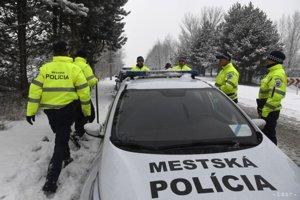 Popradskí mestskí policajti sa na prelome mesiacov nenudili.
