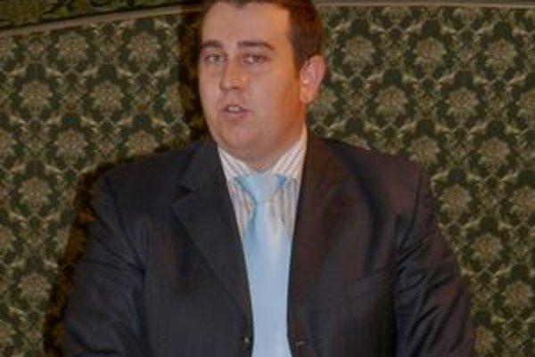 Tomáš Drinka nemohol na zastupiteľstve vystúpiť k prerokovávanému bodu, ale až v závere zastupiteľstva.