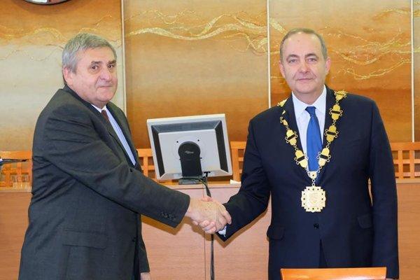 Vo volebnom obvode č. 3 dôjde kzmene, keď za Milana Guru, zvoleného za primátora (vpravo), nastúpi na poslanecké miesto prvý náhradník Jaroslav Klus (vľavo).