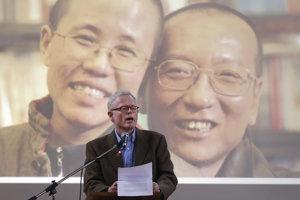 Ian Johnson žije striedavo v Číne a v Nemecku.