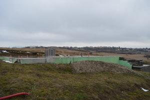 Úrad pozastavil stavbu aj na susednej parcele.