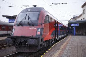 Nový vlak Railjet xpress na bratislavskej hlavnej stanici.