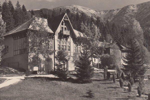 V druhej polovici 19. storočia vybudovali v kúpeľnom stredisku Korytnica kúpeľné domy a hotely.
