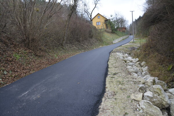 Dokončili ďalší úsek cesta na Lúčky.