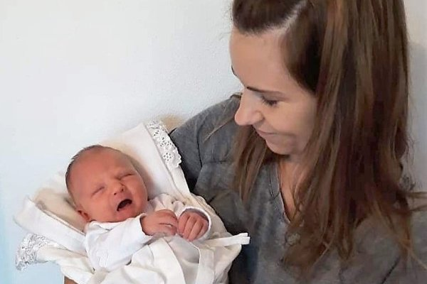 Mama Eva Brodzianska s dcérou Evičkou, ktorá sa narodila v levickej nemocnici ako 1000. dieťa v tomto roku.