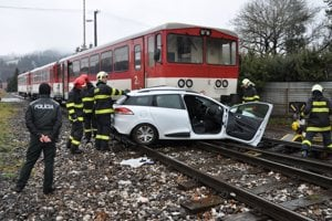 Dve ženy z tohto auta skončili v nemocnici.