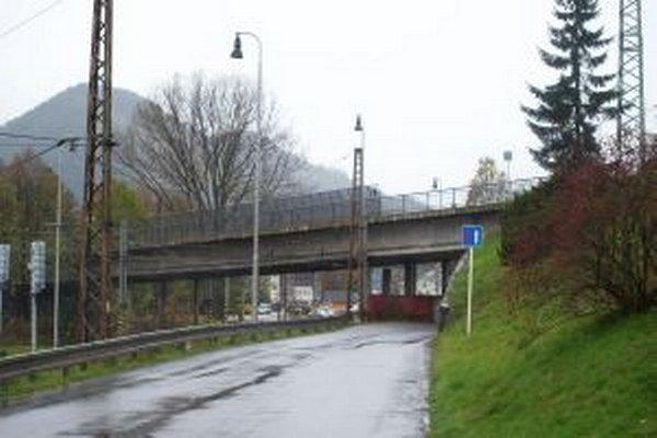 Starý nadjazd je jedinou spojnicou medzi severom a juhom mesta.