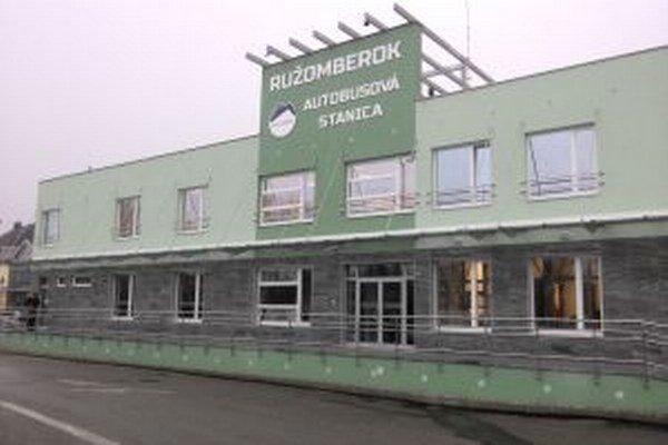 Budova novej autobusovej stanice v Ružomberku.