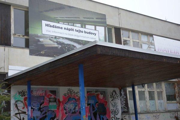 Budova bývalého osemročného gymnázia.