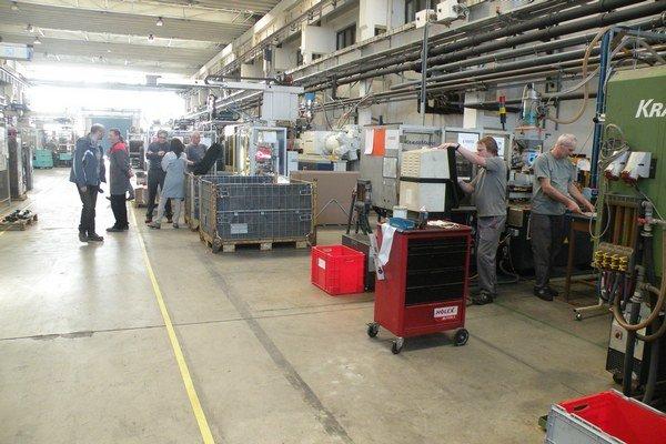 Spoločnosť momentálne zamestnáva sto ľudí. V priebehu dvoch rokov by chcela rozšíriť výrobné priestory, technické vybavenie, zdvojnásobiť počet zamestnancov aj ročný obrat.
