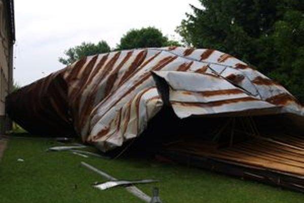 Vietor strhol v Udiči strechu z materskej školy.