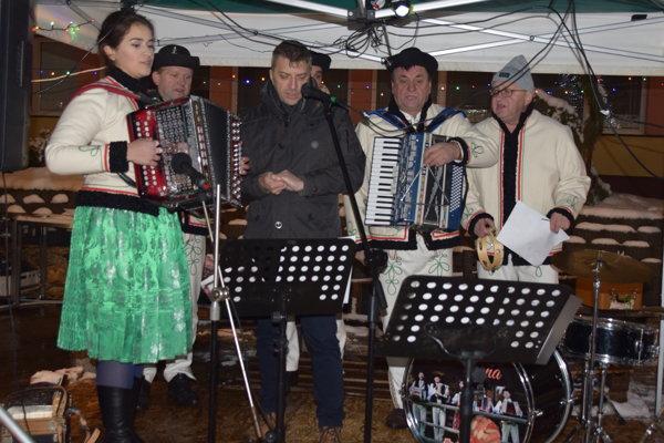 Muzikanti s Bystrickej kasne a spevák Stano Cyprich rozospievali publikum na Palárikovom námestí v Čadci.
